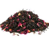 Schwarzer Tee mit Rosenblütenblätter